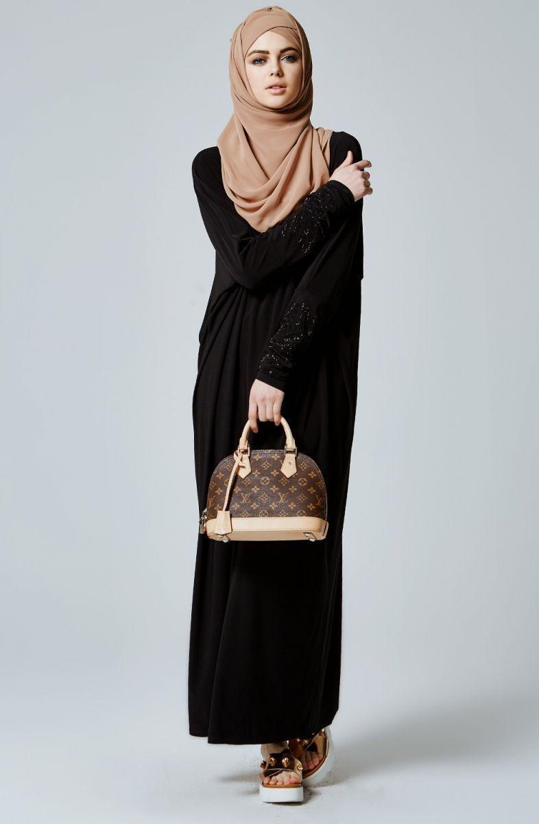 Feradje genç siyah elbise