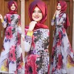 Pınar Şems çiçekli elbise