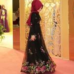 Pınar Şems çiçekli tesettür elbise