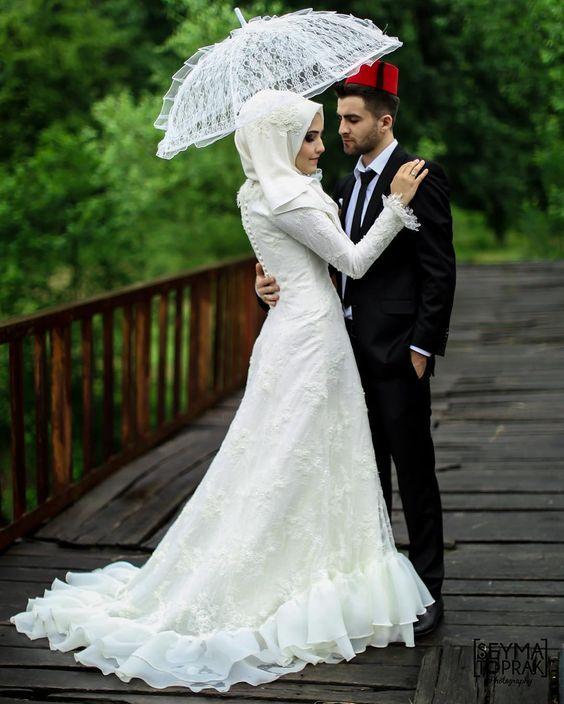 Kuyruklu tesettür nikah elbisesi
