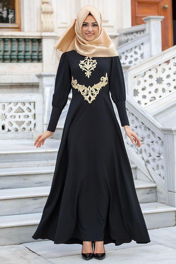 c414cf6d08b6b Siyah işlemeli elbise şal uyumu