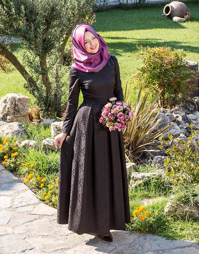 Kübra Biriktir brokar elbise