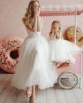 anne kız beyaz elbise kombini